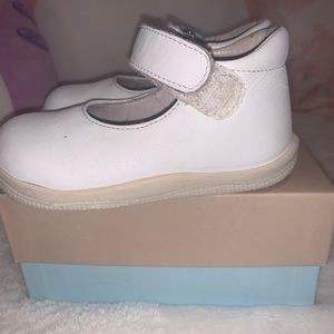 White leather maryjane's for baby girl size 5C